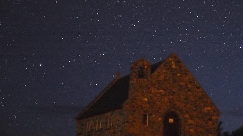 テカポ8月16日早朝良き羊飼いの教会と北の星空