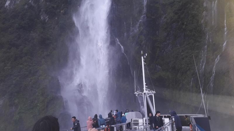 ミルフォードサウンドクルーズスターリングの滝