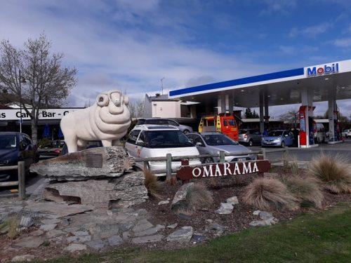 オマラマメリノ羊の石像