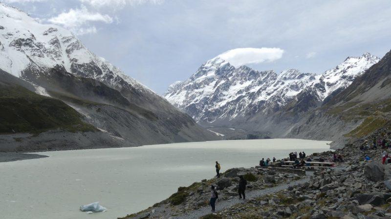 マウントクック11月のフッカーバレーフッカー氷河湖