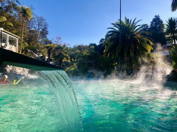 タウポDeBrettsSpaResortの温泉プール